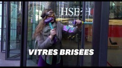 A Londres Les Militants Dextinction Rebellion Cassent Les Vitres De Hsbc Snzmkoebcfk Image