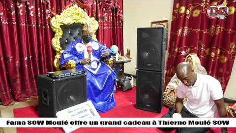 Fama Sow Offre Un Cadeau A Thierno Moule Sow Hpztueqgsoc Image