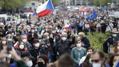 Milhares De Pessoas Acusam Presidente Zeman De Proteger O Kremlin Ldpx7Rdoqhq Image