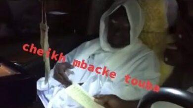 Serigne Mountakha Mbacke Dans Sa Voiture Demande Son Khassaide Pour Xtmhy Jueos Image