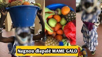 Urgent Mame Galo Une Vendeuse De Fruits Agee De 82Ans Qui Quitte A Pikine Pour Vendre En Ville Jvsw0Vif1Wa Image