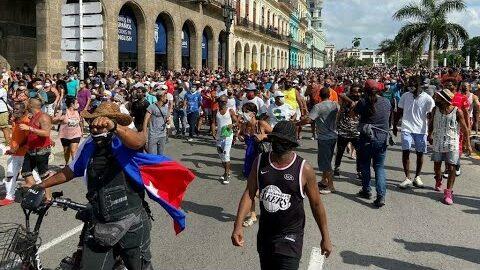 Cuba La Colere Eclate Dans Les Rues Le Gouvernement Pret A Repliquer O France 24 Yi2Kyrv1R48 Image
