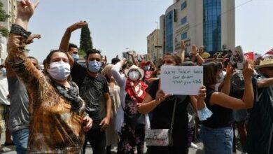 En Tunisie Des Milliers De Manifestants Defilent Contre Leurs Dirigeants O France 24 H1Z68H18Eeg Image