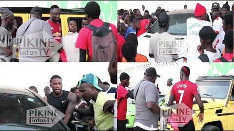 Les Voitures De Cheikhou Kouyate Mbaye Diagne Papis Demba Cisse Bloquees Par Les Supporters Qui K6Wmaqk3I5S Image