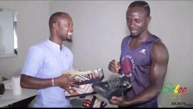 Sadio Mane Achete Des Chaussures De Ngaye Pour Promouvoir Le Concept Soloo Fii Ybbg1N6Hy8A Image