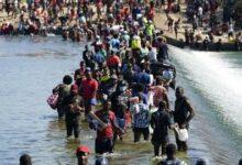 Milhares De Migrantes Debaixo De Uma Ponte T8N7Sn3Gbte Image