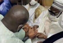 Regardez La Visite De Abdou Aziz Ndiaye Bala Gaye Chez Le Khalife General Des Mouride C 4Yhdtnjgu Image