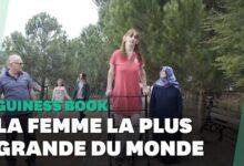 La Femme La Plus Grande Du Monde Fait 2M15 Et Est Turque 0Phthdsn0Ao Image